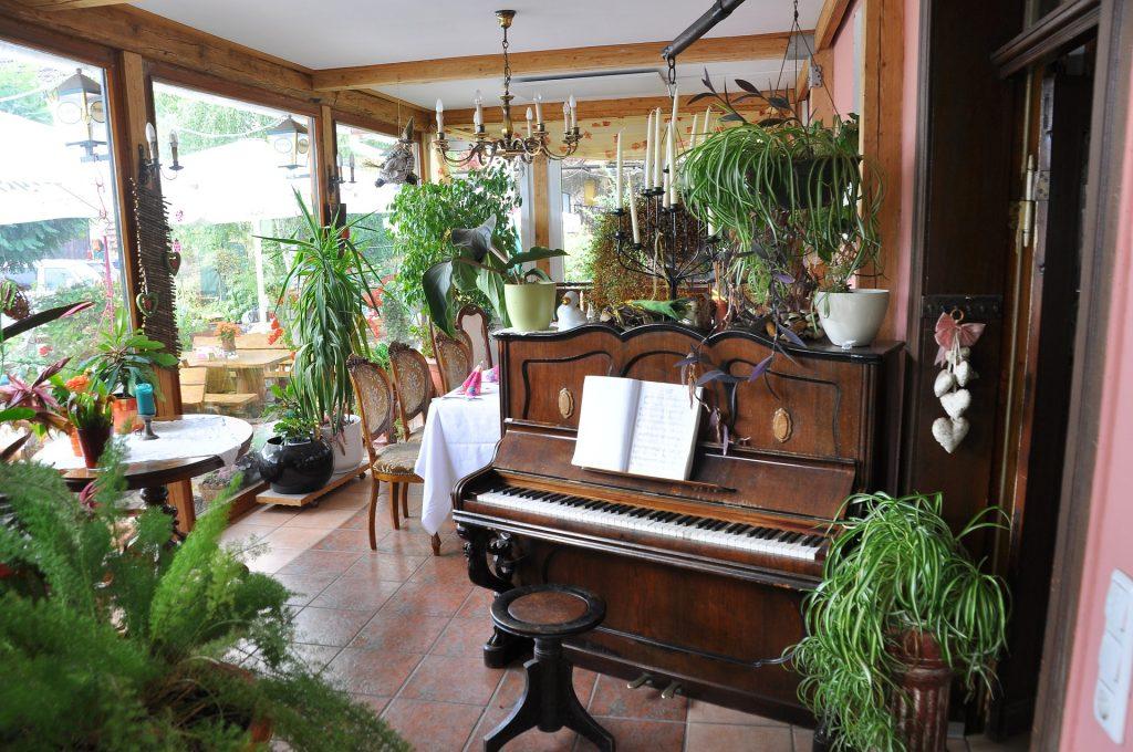 Чем отличается рояль от пианино